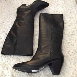 Frye Black Leather Pull on Block Heel Western Boot